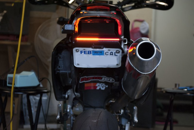 Tail light with integrated turn signal test